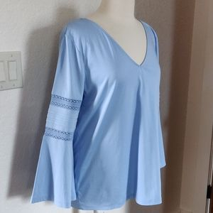 Ann Taylor Beautiful Blue top, V Neck, EUC
